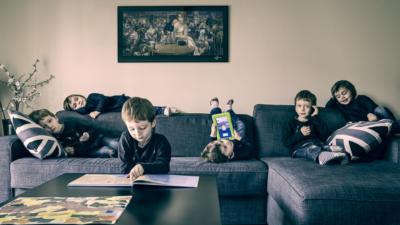 Photo enfants clonés - 3 filles et 3 garçons